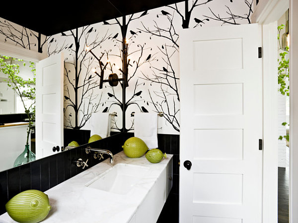 Bold-black-and-white-bathroom-wallpaper
