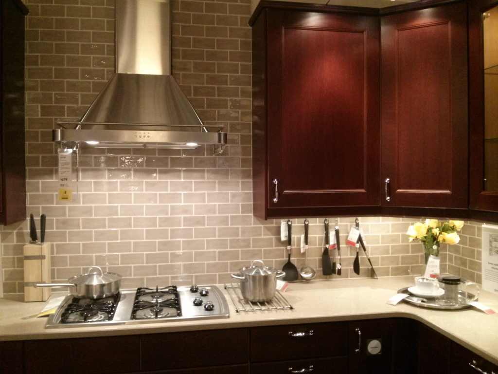 Kitchen wall tiles ideas with images for Kitchen designs with glass tile backsplash