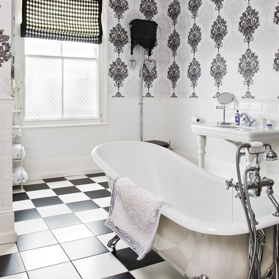Modern wallpaper for bathrooms ideas uk for Designer wallpaper uk