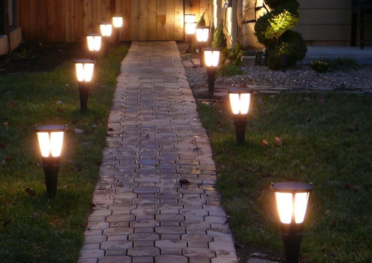 Best solar lights for garden ideas uk for Outdoor pictures for gardens