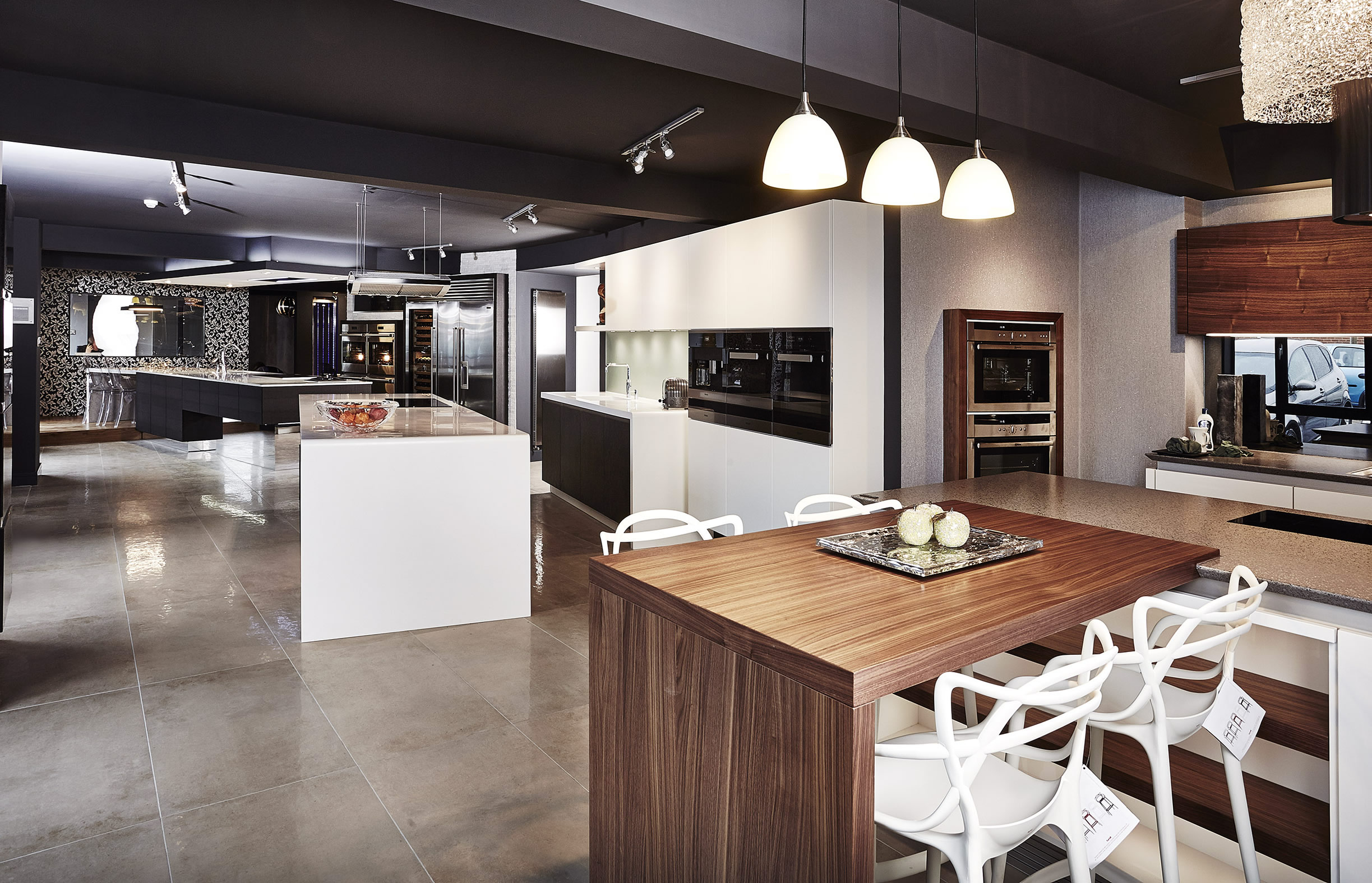 Kitchen showroom design ideas with images for Kitchen ideas on a budget uk