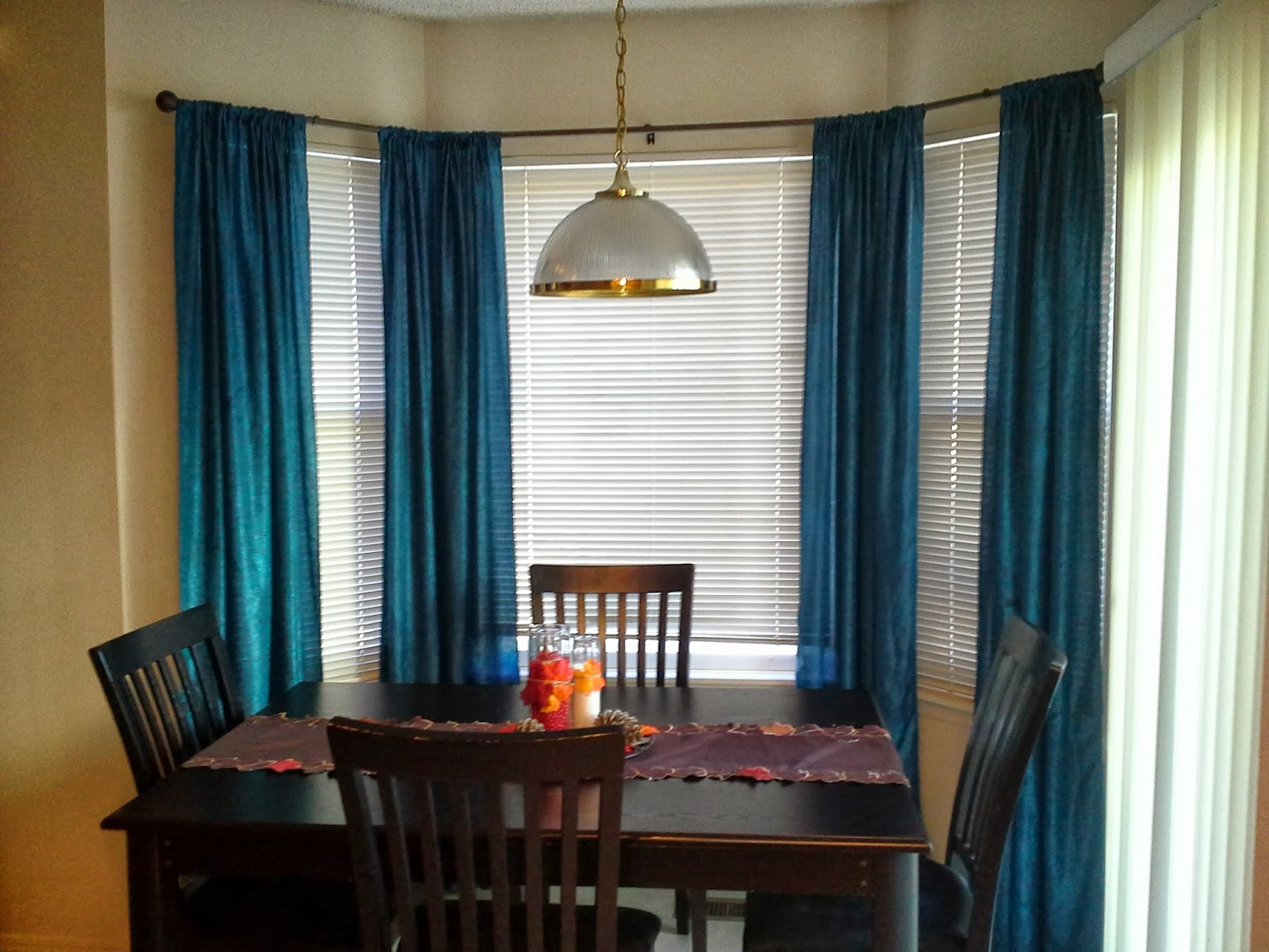 Blue-Curtains-And-Curtain-Rods-For-Bay-Windows-In-Dining-Room