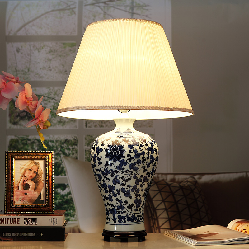 Porcelain-Table-Lamps-Jingdezhen-Vintage-style-ceramic-desk-for-bedside-chinese-Blue-and-White-oriental