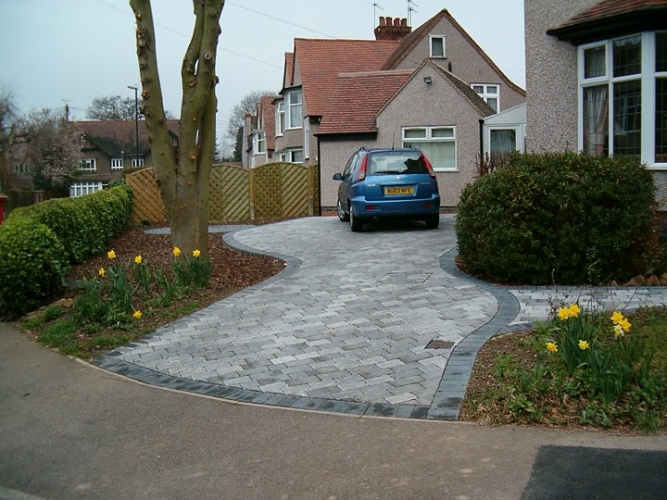 Top 30 front garden ideas with parking home decor ideas uk for Paved front garden designs