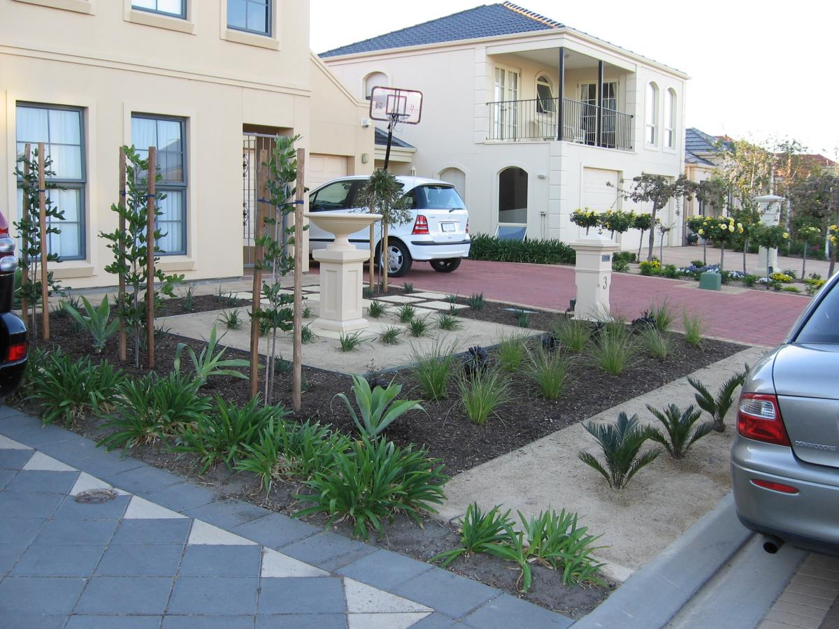 Top 30 front garden ideas with parking home decor ideas uk for Home front garden design