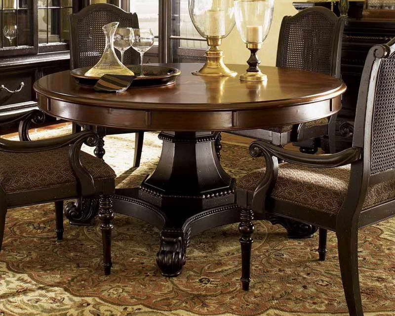Round-dining-room-table-centerpiece