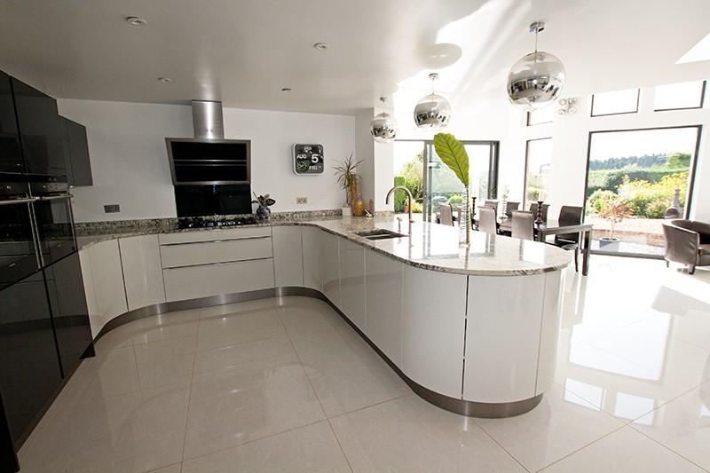 2-Curved-U-shaped-kitchen-design