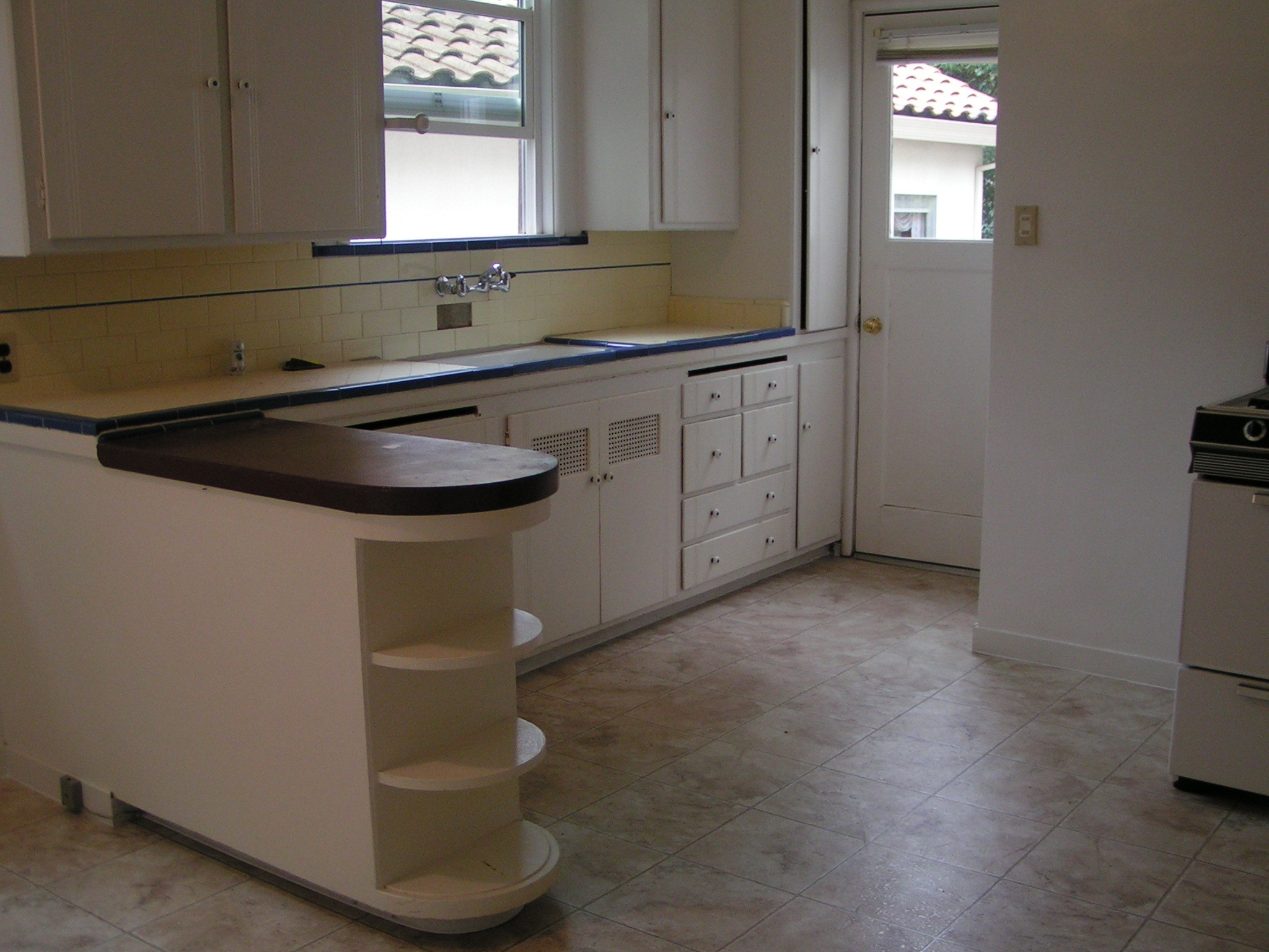 Simple Kitchen Design For Small Space: Kitchen Design And Remodeling Ideas With Images