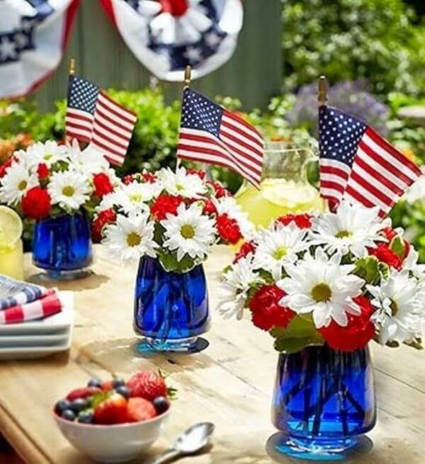 classy table decoration on memorial day