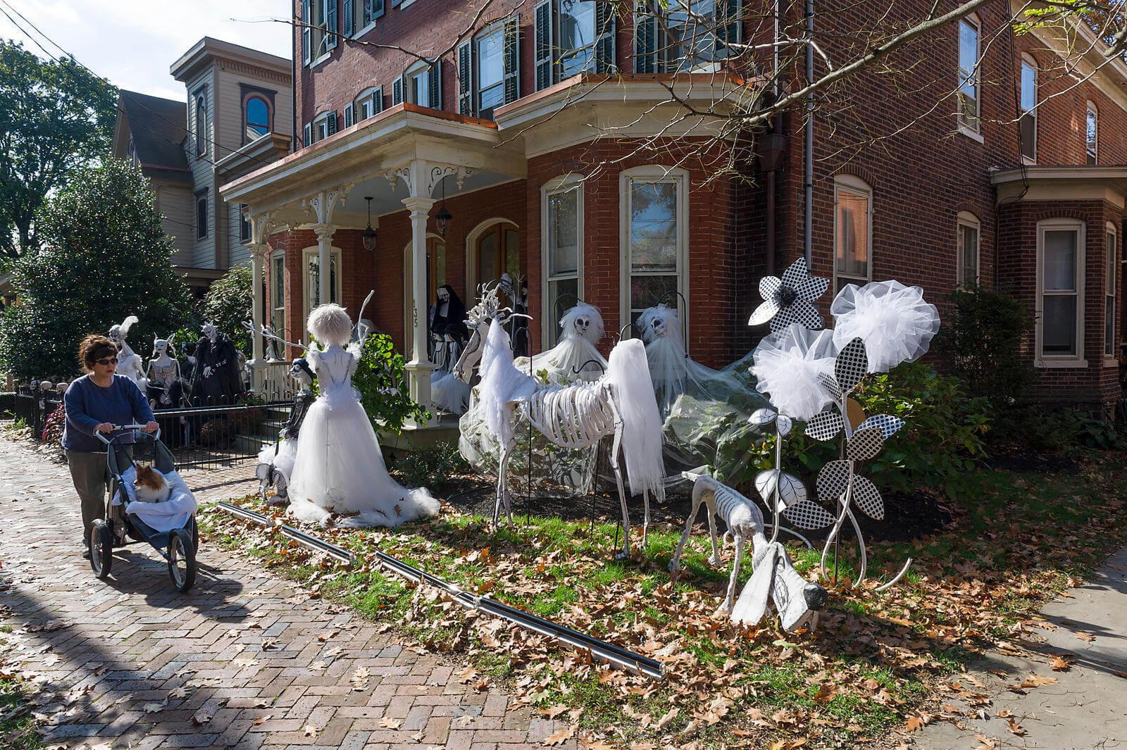 outdoor-halloween-decorations