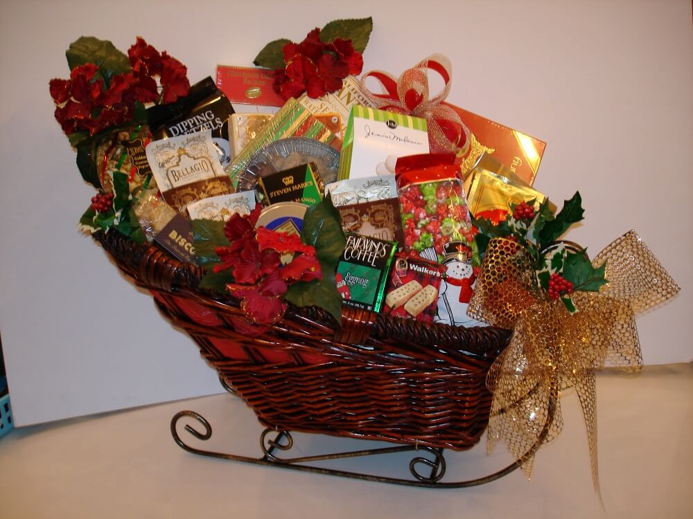 30 Best Christmas Gift Basket Ideas for families and others